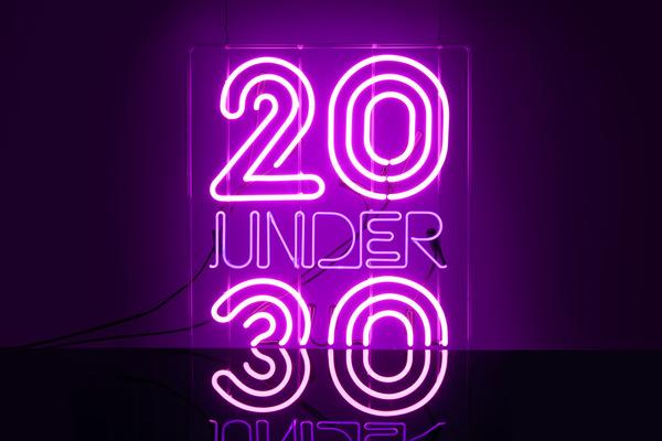 20-under-30-neon-sign-design