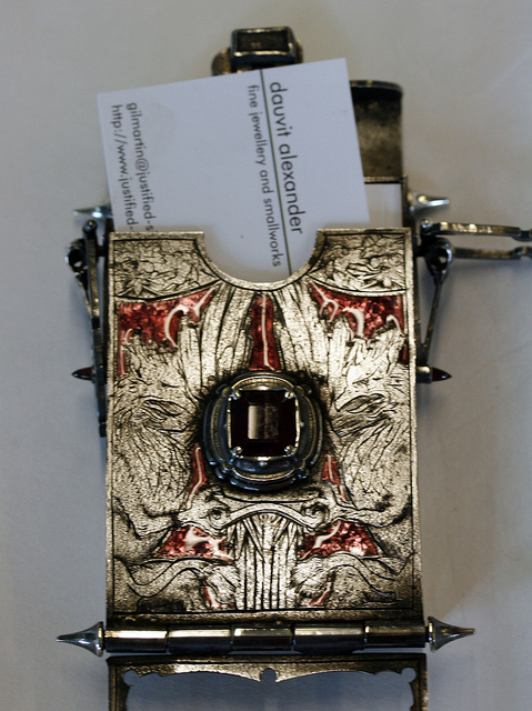 40 scary silly awesomely unique business card card holder you reheart Gallery