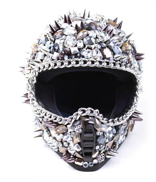 Custom-Helmets-diamond-spikes