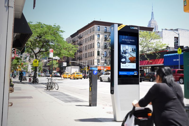 how-a-smart-wi-fi-hub-could-change-tech-access-and-city-advertising