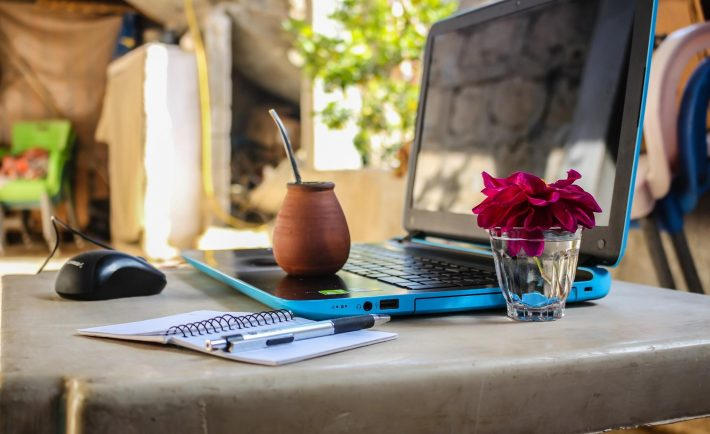 Pros-Cons-of-Being-a-Digital-Nomad-1