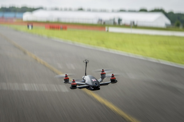 drone-racing-nissan-115mph-tech-geek