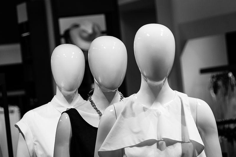 faceless-brand-slenderman-maniquins