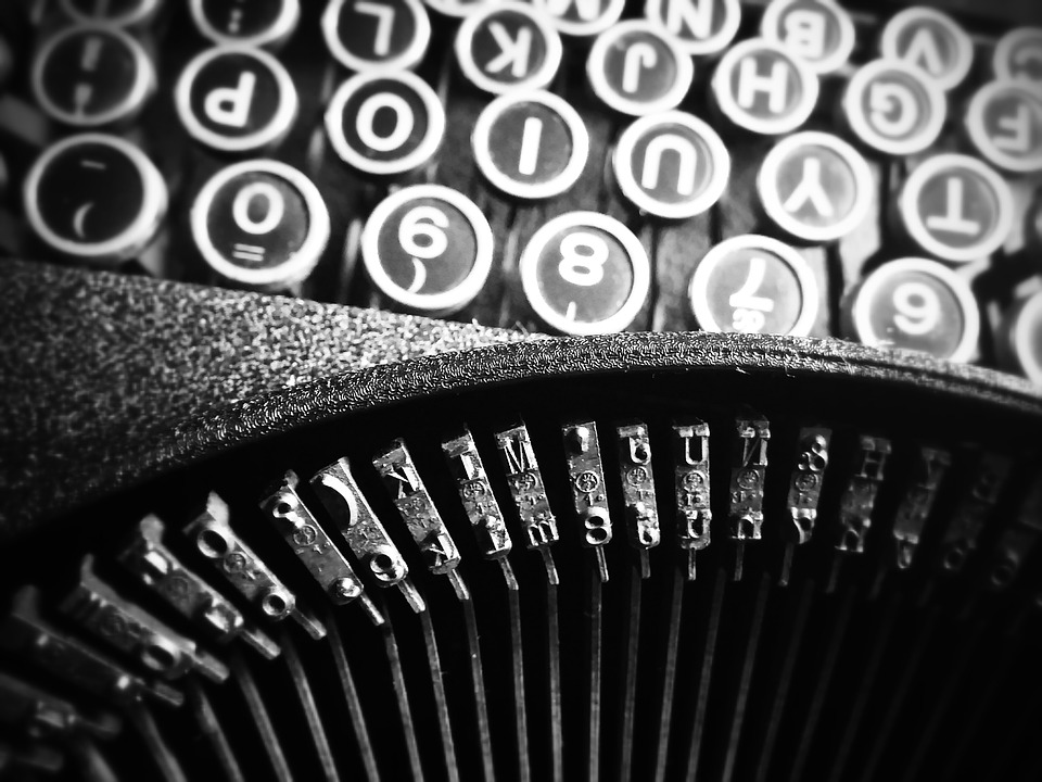 old-school-typewriter-communication-tools-modern-business-tips