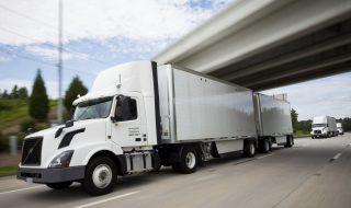 self-driving-technology-threatens-nearly-300-000-trucking-jobs-report-says