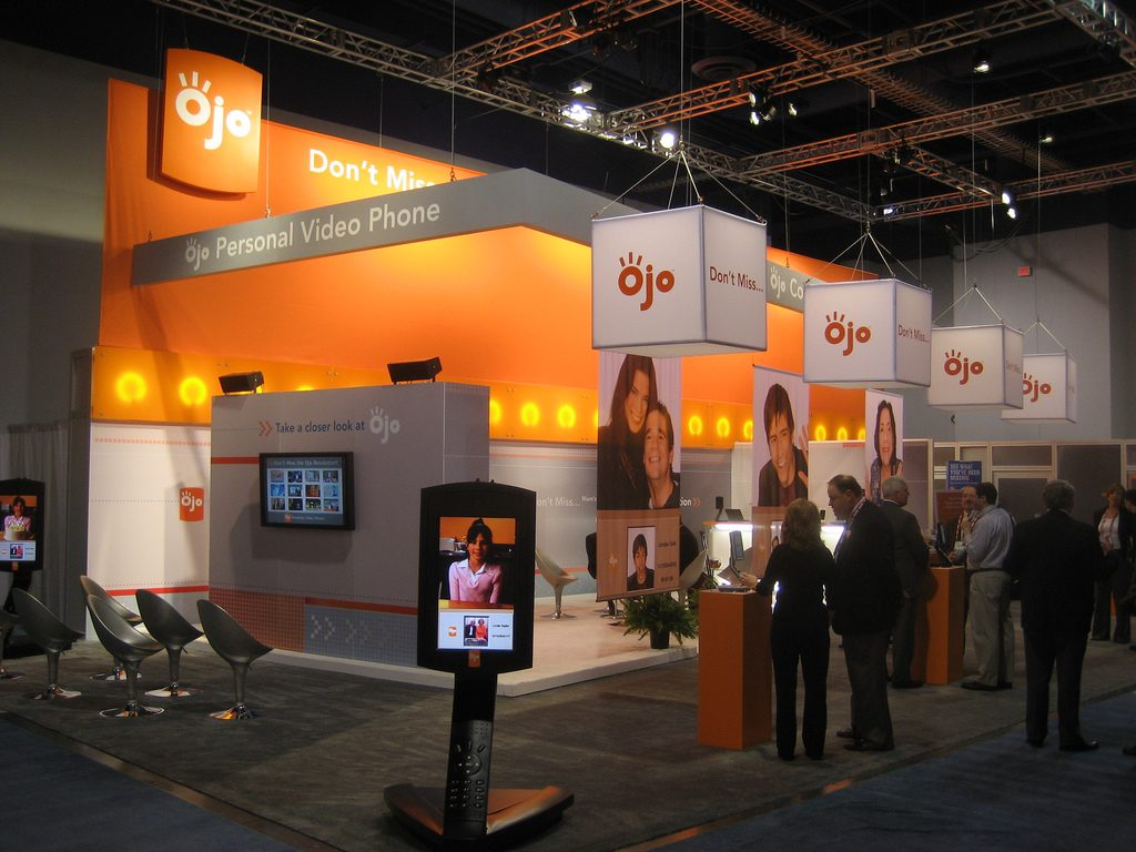 tradeshow-exhibit-design-at-convention-event-for-business-promotion