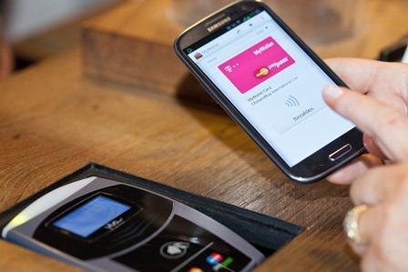 mpass, MyWallet, Mobile Wallet, Bezahlsystem, Bezahlfunktion, kontaktloses Bezahlen, Mobiltelefon, Smartphone, MasterCard, Kreditkarte, Restaurant, Bezahlung, bargeldloses Bezahlen