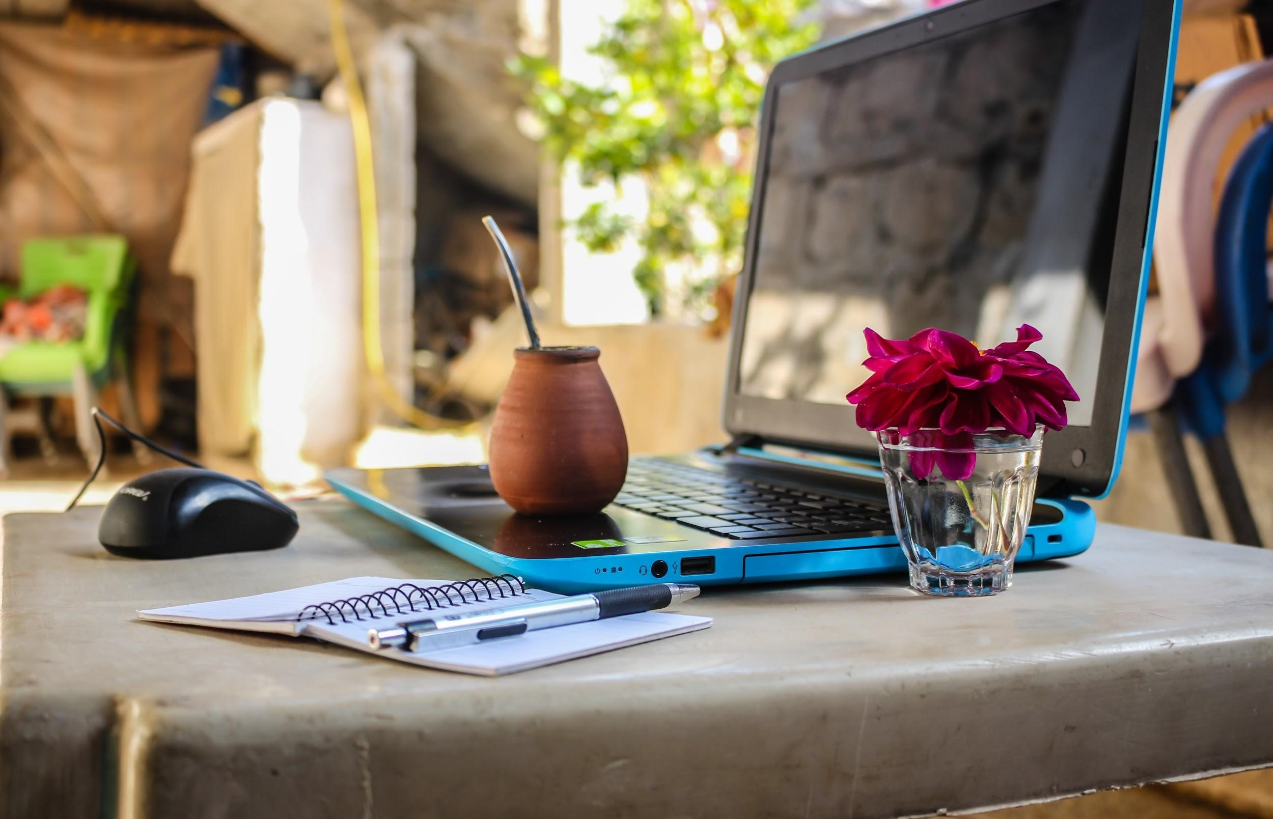 Pros & Cons of Being a Digital Nomad 1