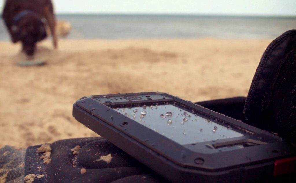 a-review-of-protective-and-waterproof-cases-for-smartphones