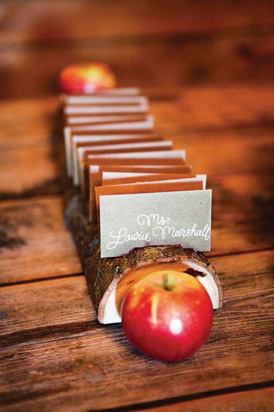 barn-wedding-apple-escort-cards