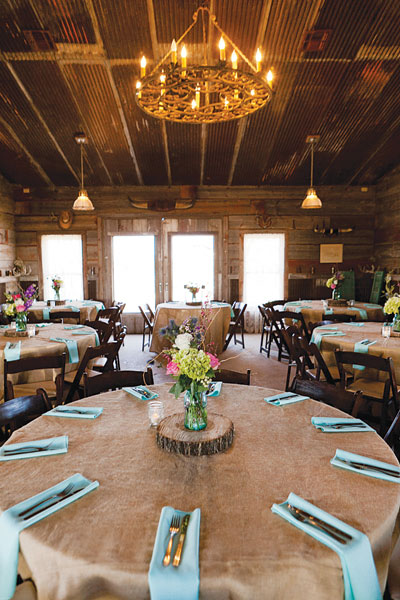 barn-wedding-table-color-palette