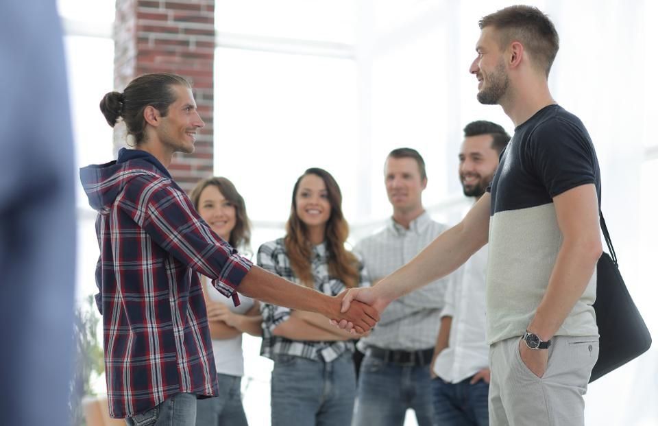 should-you-compete-or-collaborate-with-other-freelancers