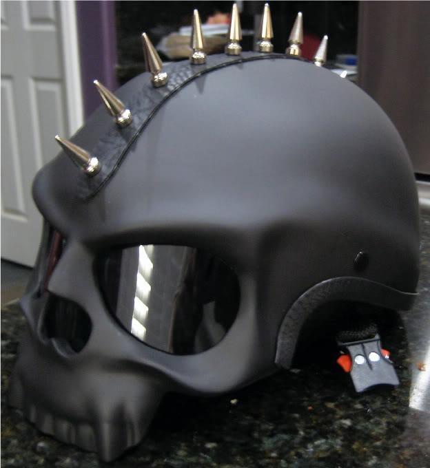 spiked-skull-black-motorcycle-helmet-design