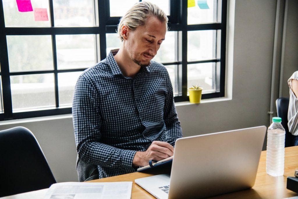 wasting-time-at-desk-job